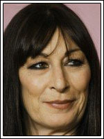 Anjelica Huston en Medium