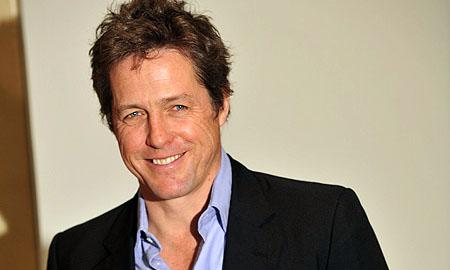 Hugh Grant podría sustituir a Charlie Sheen en Dos Hombres y Medio