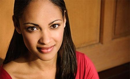 Cynthia Addai-Robinson sustituye a Lesley-Ann Brandt en Spartacus