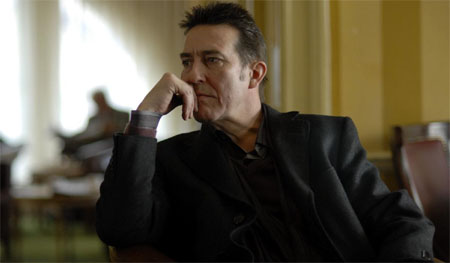Ciaran Hinds se une a Sigourney Weaver en Political Animals