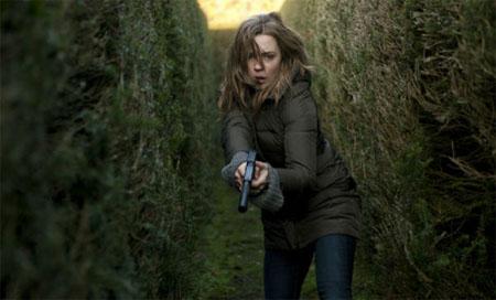 Póster de Hunted, una nueva serie de espías protagonizada por Melissa George