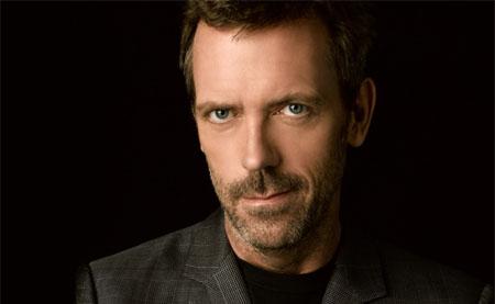 Hugh Laurie podría volver a la televisión con Crossbones