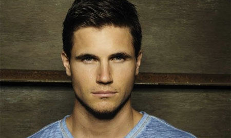 Robbie Amell se une al reparto de The Tomorrow People